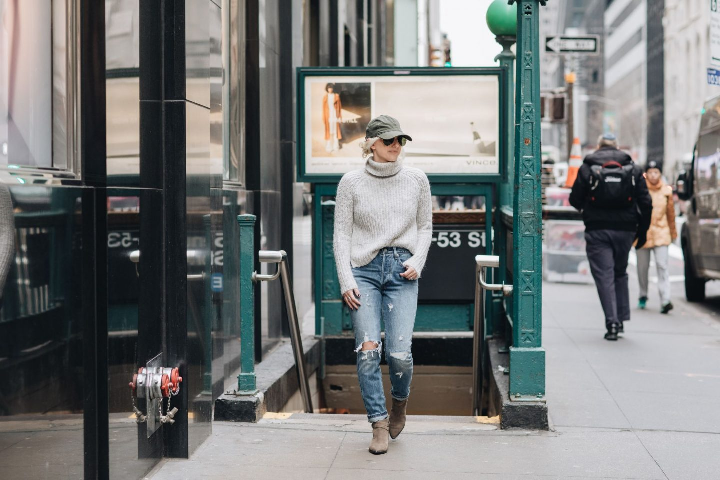 nyc street style, nyfw, taxis, how to wear baseball caps, levis denim, marc fisher ltd boots, wearing boots with jeans